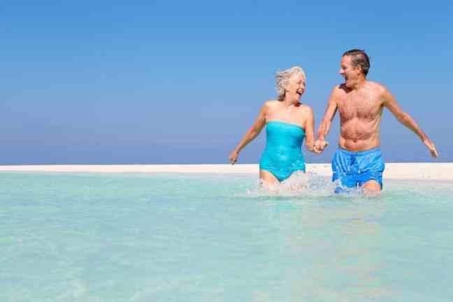 5c0984fd72fcb4d304a00aa3_retiring-riviera-maya-couple